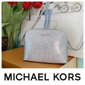MICHAE KORS LG CINDY DOME SILVER CROSSBODY